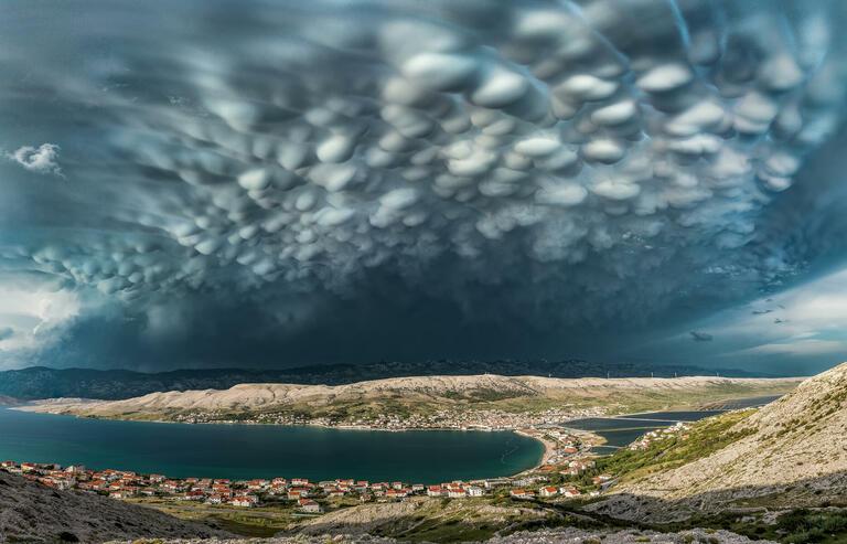 Danijel Palčić with 'BeautifulMammatus Clouds above Pag Town'